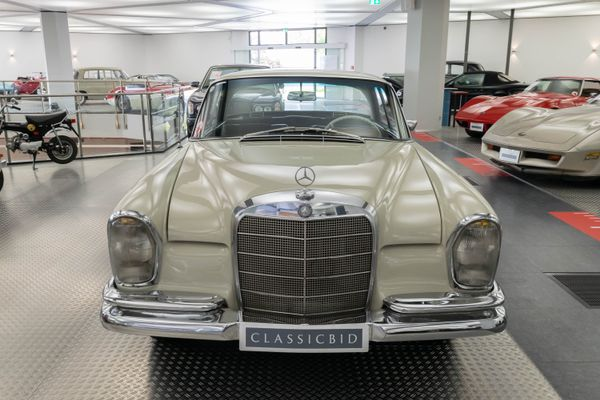 Mercedes-Benz 220 SEb Coupé