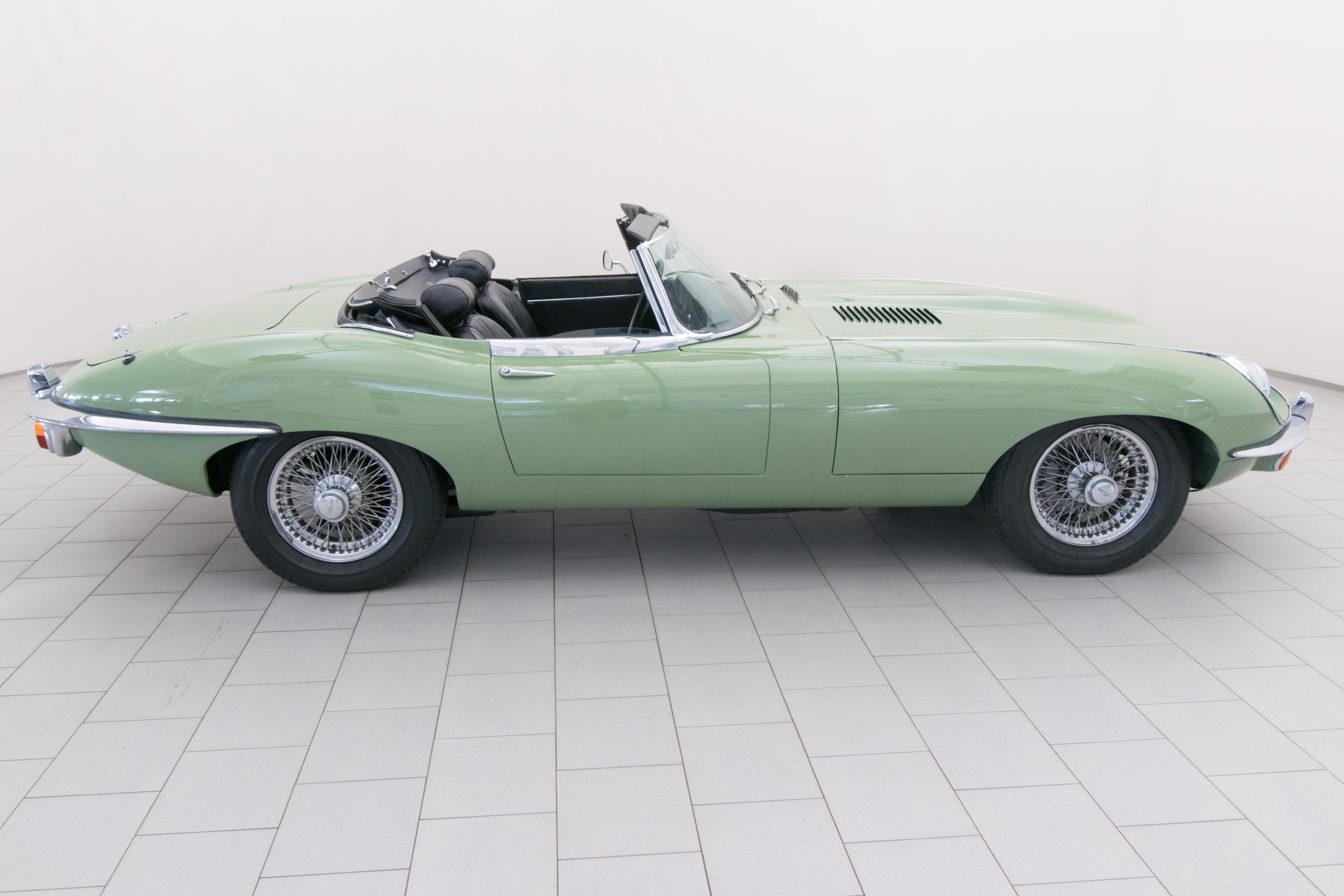 jaguar e type series ii cabrio classicbid. Black Bedroom Furniture Sets. Home Design Ideas