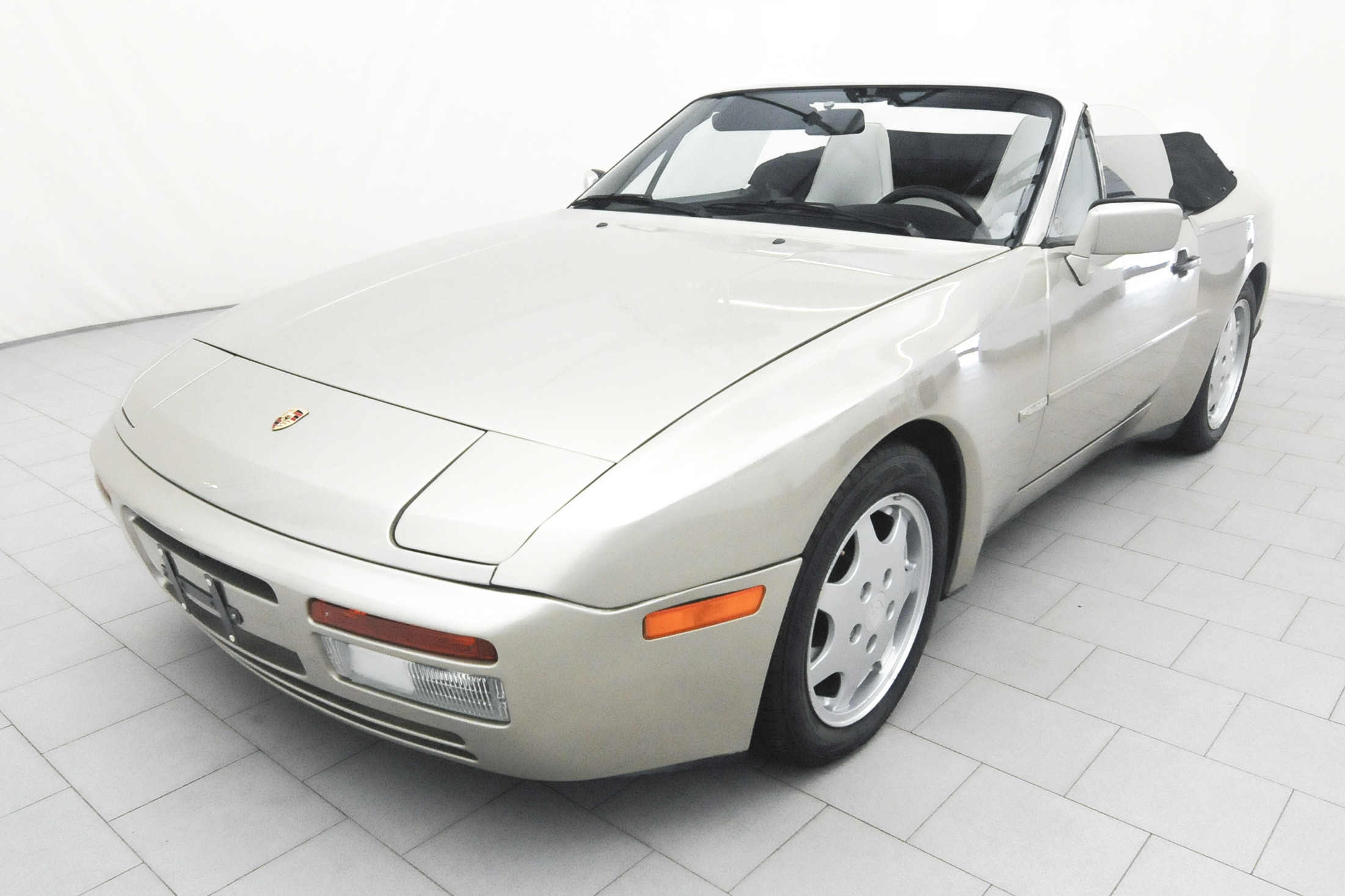 porsche 944 s2 cabrio classicbid. Black Bedroom Furniture Sets. Home Design Ideas