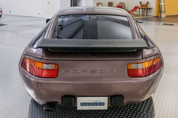 Porsche 928 S4