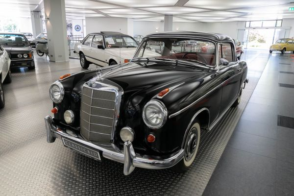 Mercedes-Benz 220 S Ponton Coupé