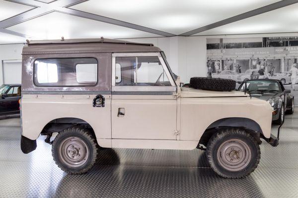 Land Rover Land-Rover 88 (Serie IIa)