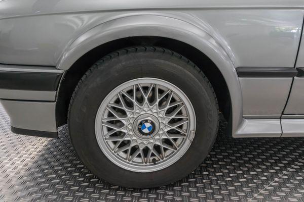 BMW 325ix (E30)
