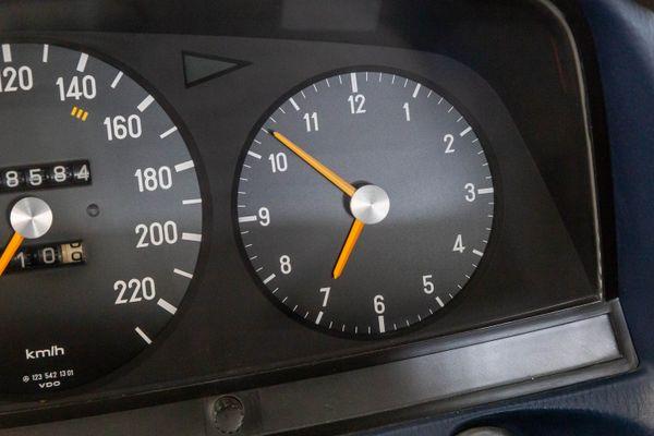 Mercedes-Benz 280 (W123)