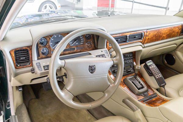 Jaguar X300 Sovereign
