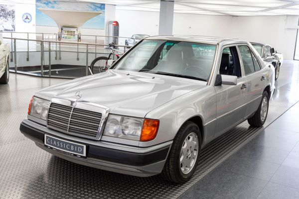 Mercedes-Benz 400 E (W124)