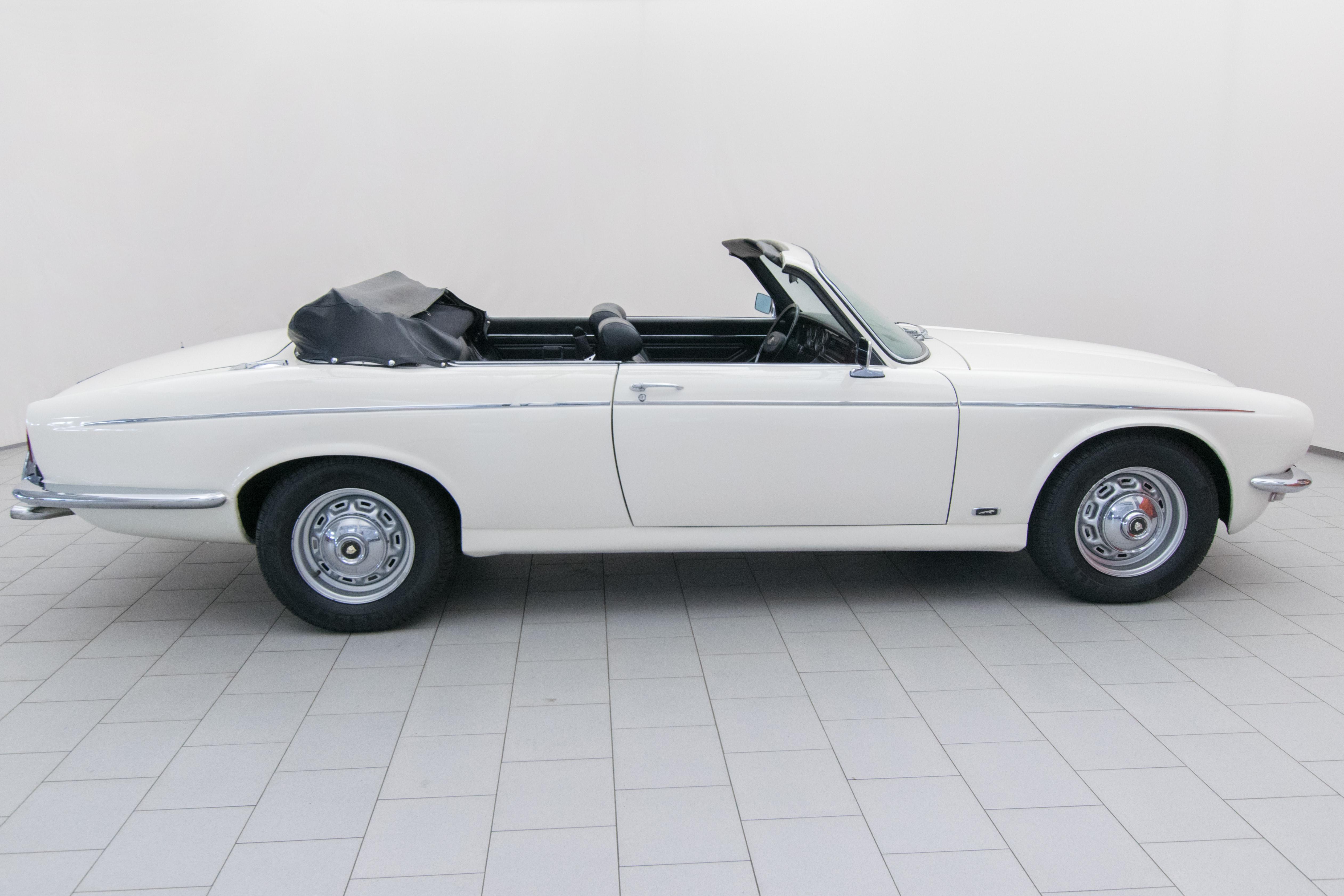 jaguar xj 12 peters cabrio classicbid. Black Bedroom Furniture Sets. Home Design Ideas