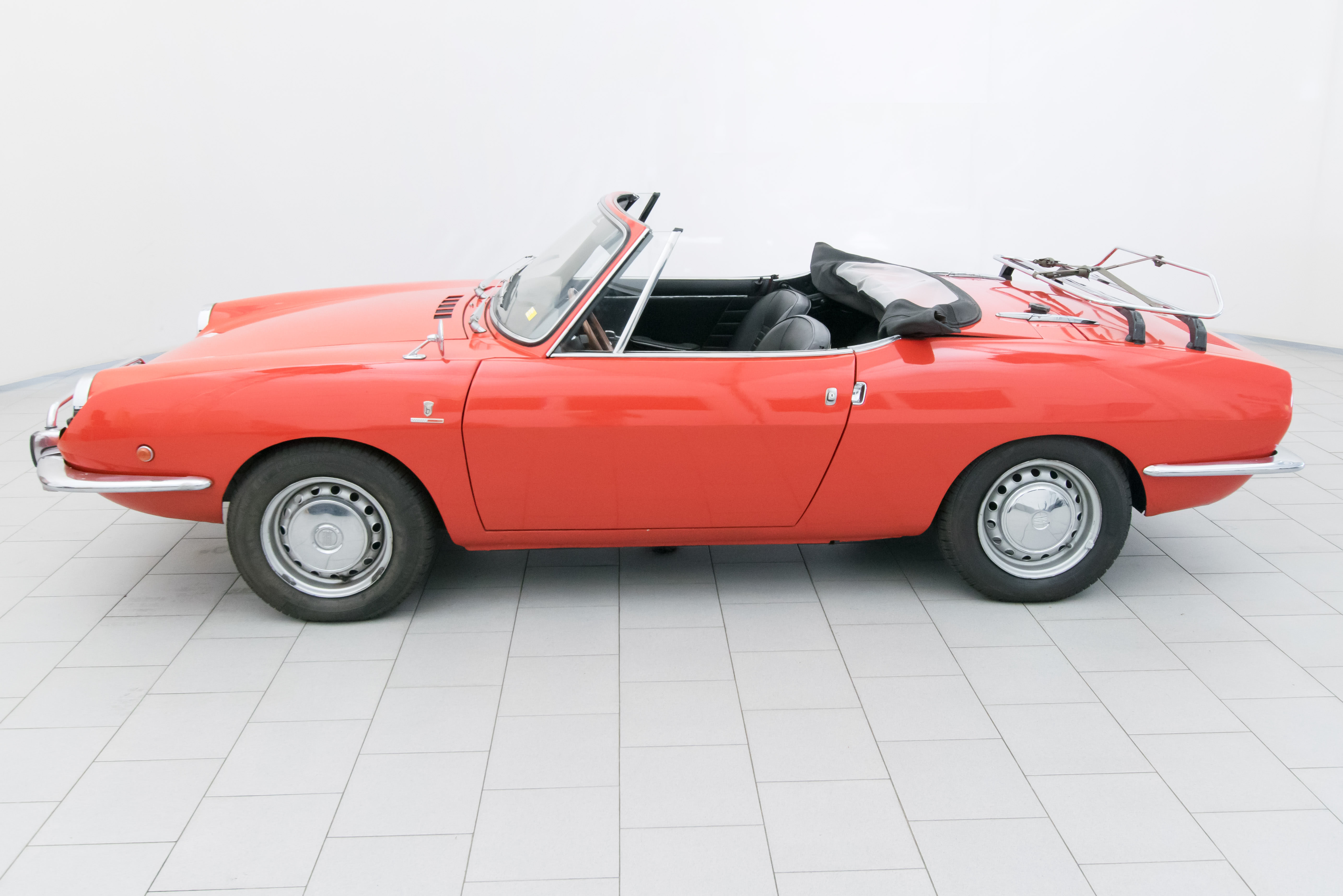 fiat 850 sport spider classicbid. Black Bedroom Furniture Sets. Home Design Ideas