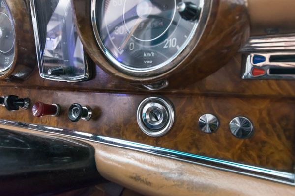 Mercedes-Benz 220 SEb Coupé