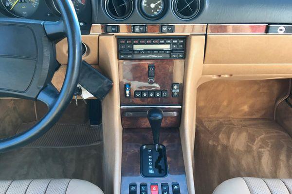 Mercedes-Benz 560 SL