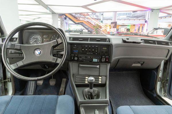 BMW 728i (E23)