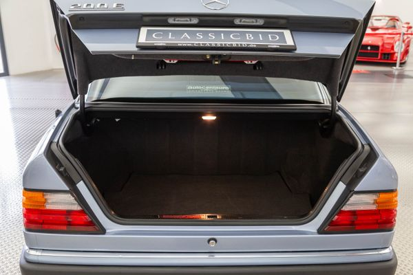 Mercedes-Benz 200 E