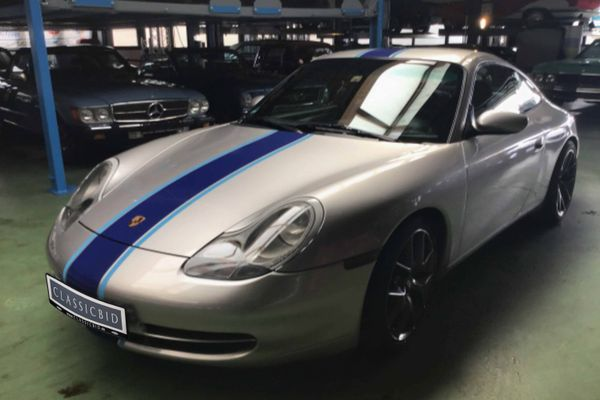 Porsche 911 Carrera 4 (996)