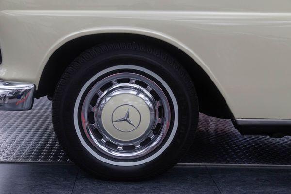 Mercedes-Benz 230 (W110)