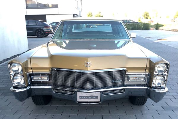Cadillac Fleetwood Brougham Sedan