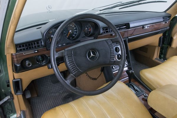 Mercedes-Benz 350 SE