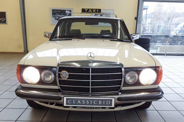 Mercedes-Benz 300 TD (W123)