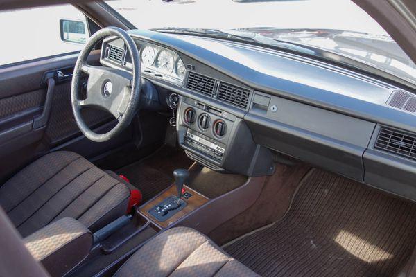 Mercedes-Benz 190 E 2.0