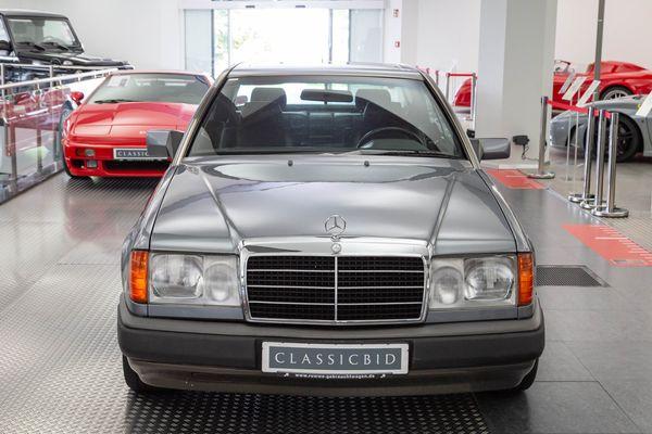 Mercedes-Benz 300 CE (C124 )