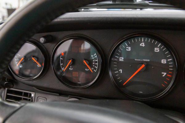 Porsche 911 Carrera 4 (993)